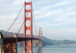 Gli strani (e inquietanti) rumori emessi dal Golden Gate di San Francisco Da qualche giorno il ronzio è udibile in tutta la città - CorriereTV