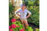 In mini shorts a 65 anni, così Ornella Muti su Instagram sorprende i fan