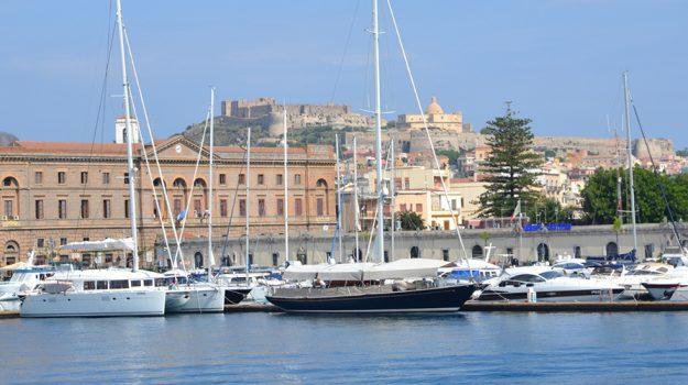 porto, stretto, Mario Mega, Messina, Sicilia, Economia