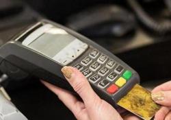 Professionisti dal 1° luglio si paga col pos Potranno usufruire di un bonus: un credito d'imposta del 30% - Ansa