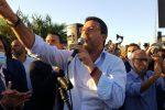 Salvini a Barcellona Pozzo di Gotto, tra applausi e contestazioni