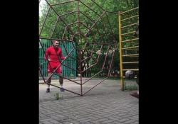 Spartak Mosca, i palleggi nella «ragnatela» di Golyatov Allenare la tecnica non sempre è facile. Ilya Golyatov però ha trovato un metodo molto creativo - Dalla Rete