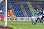 La tripletta di Simy stende il Benevento: Crotone sempre più vicino alla serie A