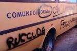 Roccelletta di Borgia, scritte volgari sui muri esterni e sugli scuolabus della scuola media