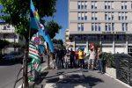 """Il personale della Sicurtransport manifesta davanti al Tribunale di Crotone: """"Palesi violazioni nei contratti nazionali"""""""