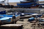 Via le barche dei migranti dal molo Favaloro a Lampedusa: le foto della rimozione