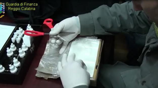 Dalla Calabria oltre lo Stretto con 4 chili di cocaina in auto: arrestato a Villa San Giovanni