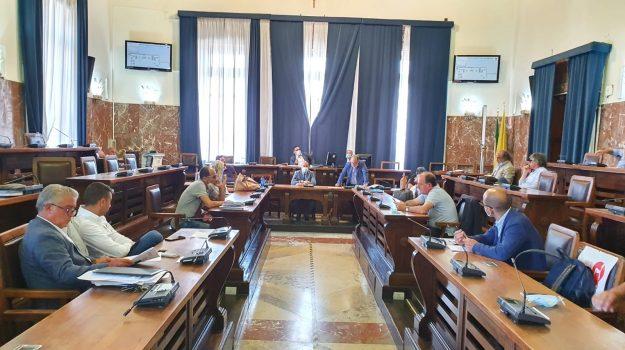 consiglio comunale, isola pedonale, torre faro, Messina, Sicilia, Politica