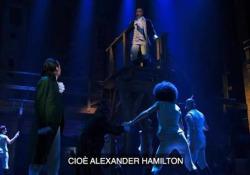 Hamilton, il musical rivoluzionario del teatro americano Il genio di Lin-Manuel Miranda racconta in musica la Storia dell'America e di uno dei suoi padri fondatori - CorriereTV