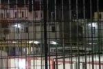 Caos all'hotspot di Bisconte, alcuni migranti tentano la fuga