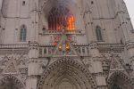 Francia, incendio nella cattedrale di Nantes