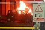 Auto in fiamme nella zona del Policlinico, paura a Messina - Foto