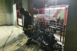 Messina, paura per l'incendio di uno scooter vicino al Policlinico: i residenti scappano in strada - Foto