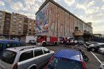 Messina, incendio nell'area ex Granai: a fuoco le auto abbandonate in un deposito
