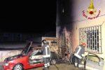 Milazzo, incendio distrugge due auto e uno scooter in un parcheggio a Valdina