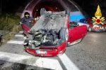 Incidente nella notte sulla Messina-Palermo, auto si ribalta all'altezza dei Villafranca