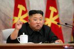 """Kim Jong Un riappare in pubblico e celebra la Nord Corea: """"Brillante successo sul Covid"""""""