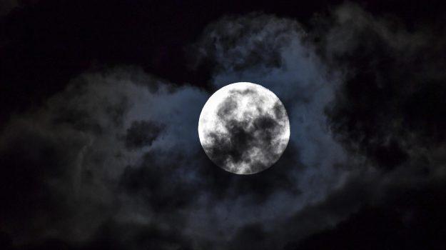 luna, Sicilia, Società