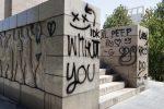 Sfregio al monumento ai caduti di Messina, trovati i responsabili: sono due ragazzine