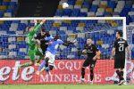 Botta e risposta tra Napoli e Milan, finisce 2-2 lo scontro per l'Europa