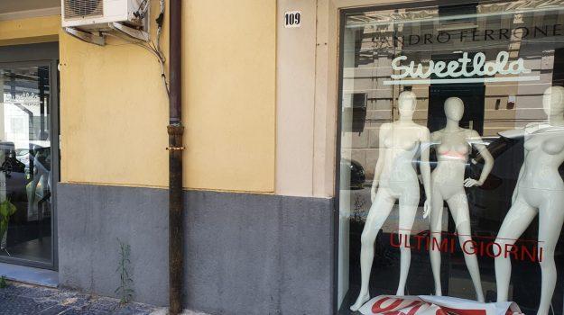 Locali vuoti, insegne rimosse e saracinesche abbassate: il centro di Messina in agonia