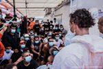 """Ocean Viking autorizzata a sbarcare a Porto Empedocle, il sindaco: """"Danno d'immagine"""""""