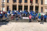 """Ex autisti Atm, protesta davanti al Comune di Messina: """"Esclusi dalle assunzioni"""""""