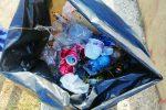 Volontari in campo per ripulire le strade a Lamezia Terme: le foto dal quartiere Savutano