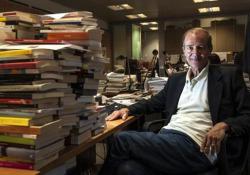 Roberto Costantini: «Il mio romanzo sul Covid scritto con il cuore. In 20 giorni» L'autore presenta il nuovo libro, «Anche le pulci prendono la tosse» (Solferino), ambientato in un paesino della bergamasca durante i giorni della pandemia - CorriereTV