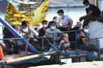 In Sicilia una nave da 700 posti per la quarantena dei migranti: in arrivo un'imbarcazione anche in Calabria