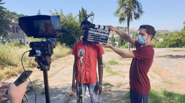 Spot antirazzismo, giovani migranti sul set a Mendicino