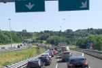 Tir perde ruota e incendio sotto viadotto, traffico in tilt su A2 allo svincolo di Cosenza