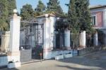 Cimitero di Corigliano Rossano, mancano loculi: salme in attesa di sepoltura