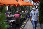 Coronavirus, l'Europa torna a chiudere le frontiere: in Spagna discoteche chiuse
