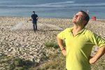 Sanificazione delle spiagge di Messina, ironia sul web: arriva la risposta di De Luca