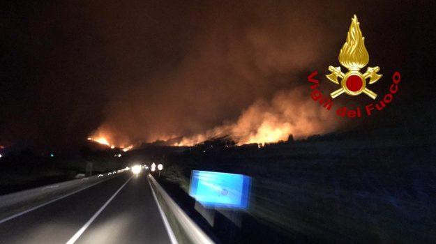 gizzeria, incendio, Catanzaro, Calabria, Cronaca