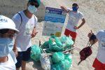 Strongoli, i ragazzi dell'Interact ripuliscono la spiaggia