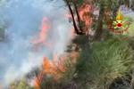 Messina, incendio nei pressi del torrente Tarantonio: fiamme a ridosso dell'A20