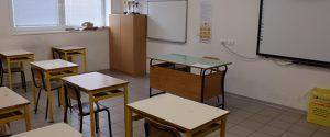 Sono ore decisive per la decisione di far rientrare o meno gli studenti sui banchi di scuola