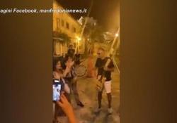 Bocelli alle Tremiti: jam session in piazza dopo le polemiche L'improvvisata del musicista accende ancora la polemica sui social dopo le sue affermazioni sul covid - Ansa