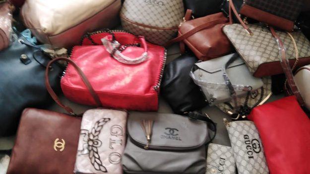 borse, cappellini, merce contraffatta, polizia municipale, Reggio, Calabria, Cronaca