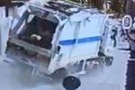 Il camion dei rifiuti finito in mare a Lipari: in un video il momento dell'incidente