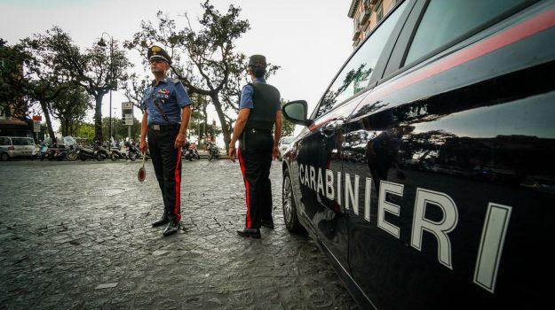 carabiniere, Castellammare di Stabia, Sicilia, Cronaca