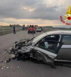 Gizzeria, schianto frontale tra due auto sulla SS18: feriti i conducenti