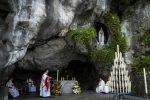 Lourdes, l'era Covid frena il servizio ai più fragili: poca gente alle celebrazioni dell