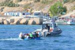 Migranti nel Mediterraneo, barca si ribalta a Lampedusa: 31 salvati