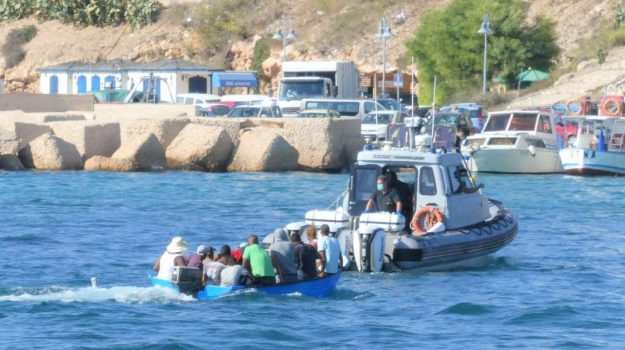 lampedusa, migranti, Sicilia, Cronaca