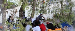 Migranti, a Lampedusa altri 58 positivi al Coronavirus: la nave Aurelia è sull'isola