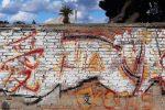 """Performance dell'artista messinese Caminiti a Ganzirri: dipinto il """"Muro dell'Amore"""""""
