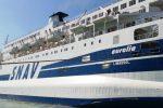 La nave Aurelia a Lampedusa, si imbarcano migranti: un poliziotto positivo al Coronavirus